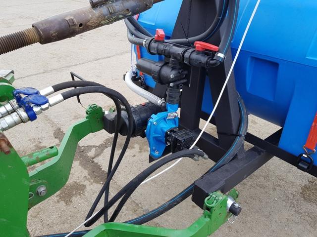 Pásový aplikátor postemergentných herbicídov